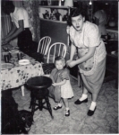 195312MarciaCrawfordPianoStoolRobertaCrawfordWEB
