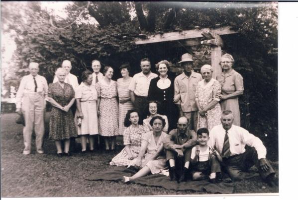 1944_Crawford_Lighter_picnic